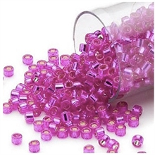 Seed beads, Delica 11/0, silver-lined fuchsia, 7,5 gram. DB1340V