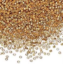 Flotte Delica seed beads fra Miuyki i smuk duracoat opaque galvanized yellow gold, 7,5 gram. DB1833V